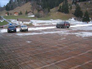 Parking Elsigenalpbahn mit Schneeresten