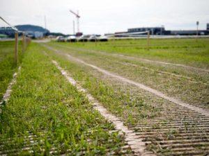 Fahrspur für Parkplatz auf landwirtschaftlichem Boden