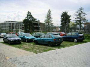 Parking en caillebotis de bois à Zollikofen