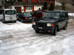 winterparkplatz mit Holz