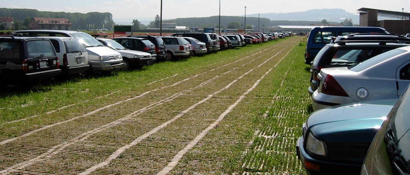 Zufahrt und Parkplatz auf landwirtschaftlichem Boden