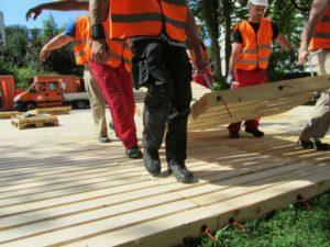 Verlegen ecotruck Holzroste von Hand