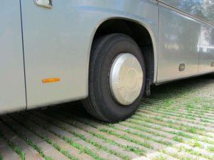 Nahansicht ecotruck Holzroste mit Bus