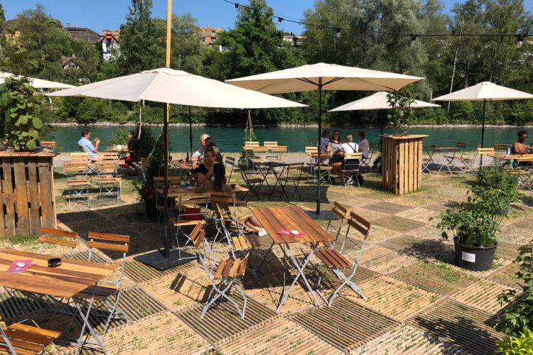Bar pop-up au bord de l'Aar à Berne