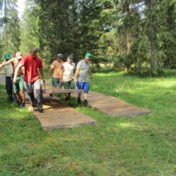 Passareco-System Verlegen Team mit 6 Leuten durch Wald