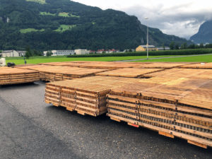 Holzrost ecopark von Passareco für temporären Wiesenparkplatz