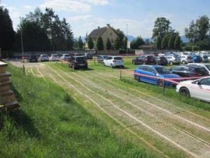 temporärer Parkplatz- Abstellplatz beim Spital SRO in Langenthal mit PKW